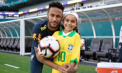 Neymar attacked by fans before WC qualifiers