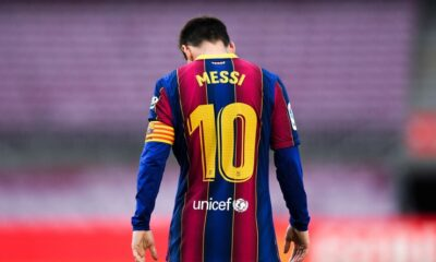 Ronaldinho wants Lionel Messi to stay at Barcelona