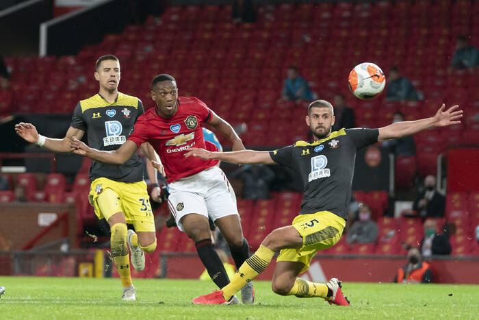 Southampton and Manchester United hold a 1-1 draw