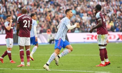 Manchester United defeated West Ham in dramatic Premier League match