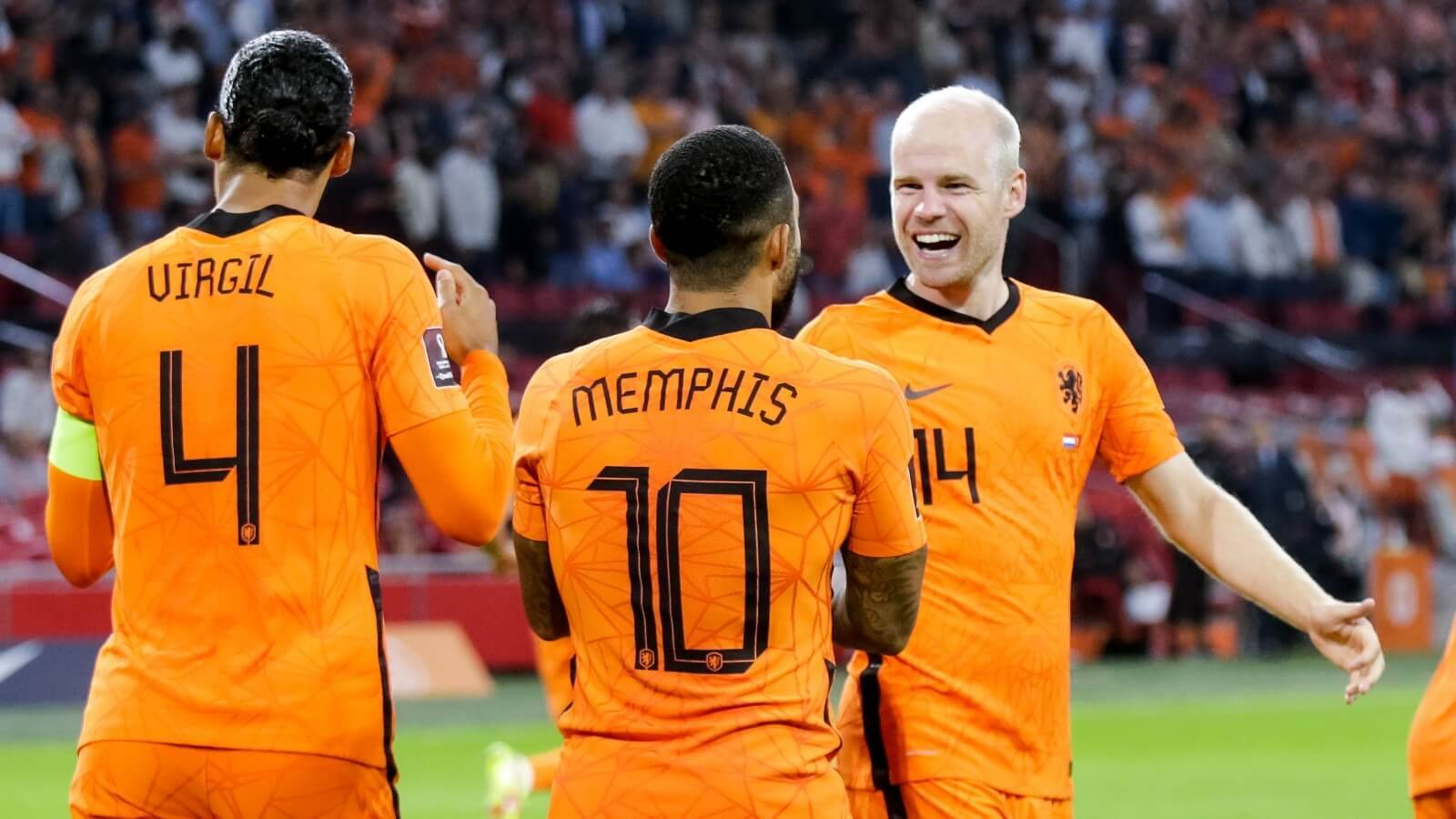 Netherlands defeated 10-man Turkey in another home victory