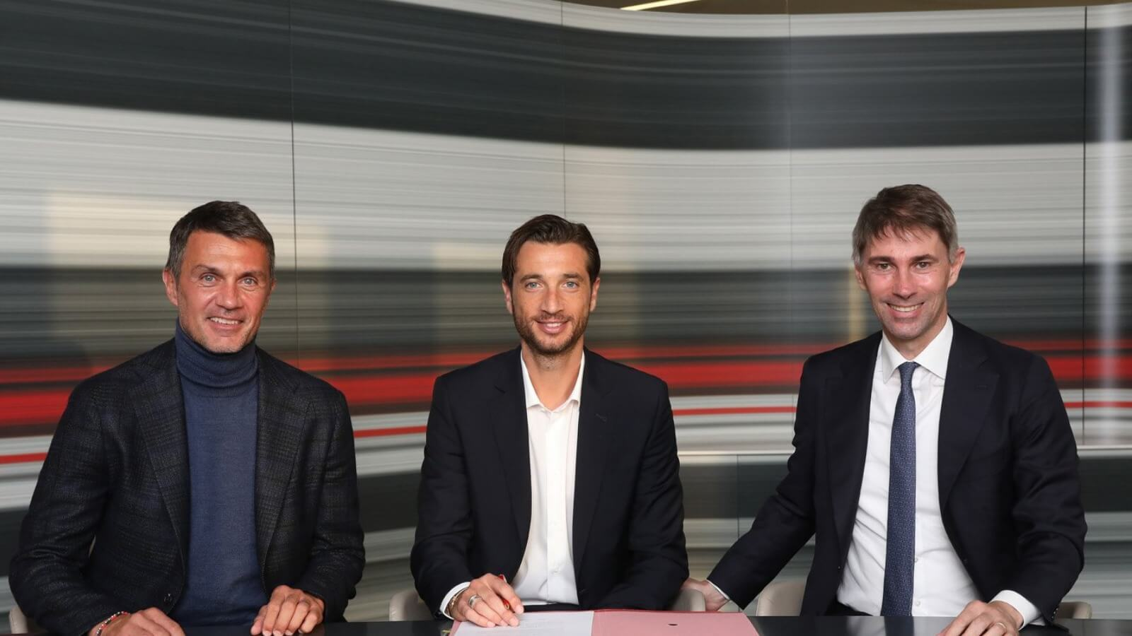 Milan signed Mirante as a substitute to Maignan